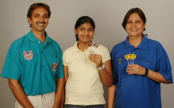 The Darts Family of India – Ashfaque, his wife Ayesha and their daughter Nausheen
